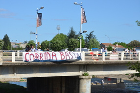 Enough of the bullfight! Banner on the bridge over the Gardon